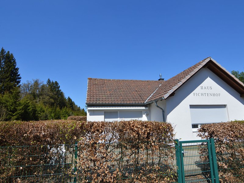 Absolute detached holiday house at the edge of the forest, location de vacances à Moerz