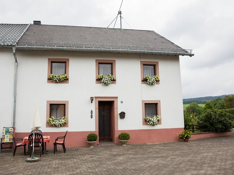 Enjoy a holiday on the farm in a quiet area., holiday rental in Bleialf