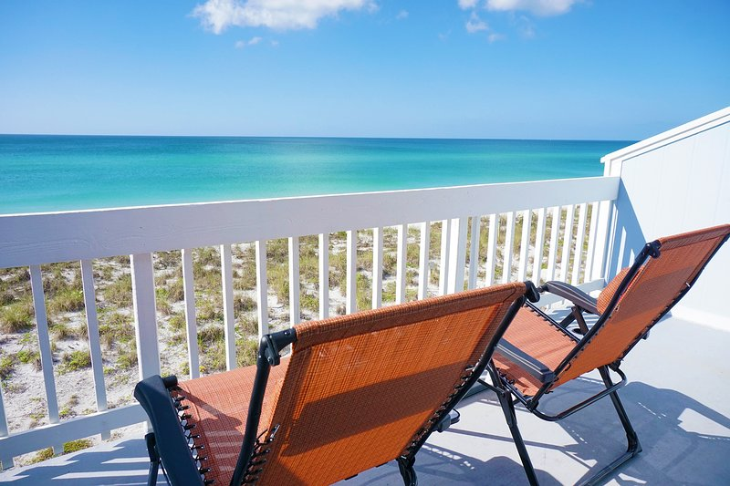 Gulf Front Home on Palm Island, FL. Gorgeous Sunsets, Pet Friendly, No Crowds!!!, casa vacanza a Don Pedro Island