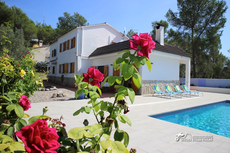 Beautiful Villa Rosa with private pool, aluguéis de temporada em Les Gunyoles