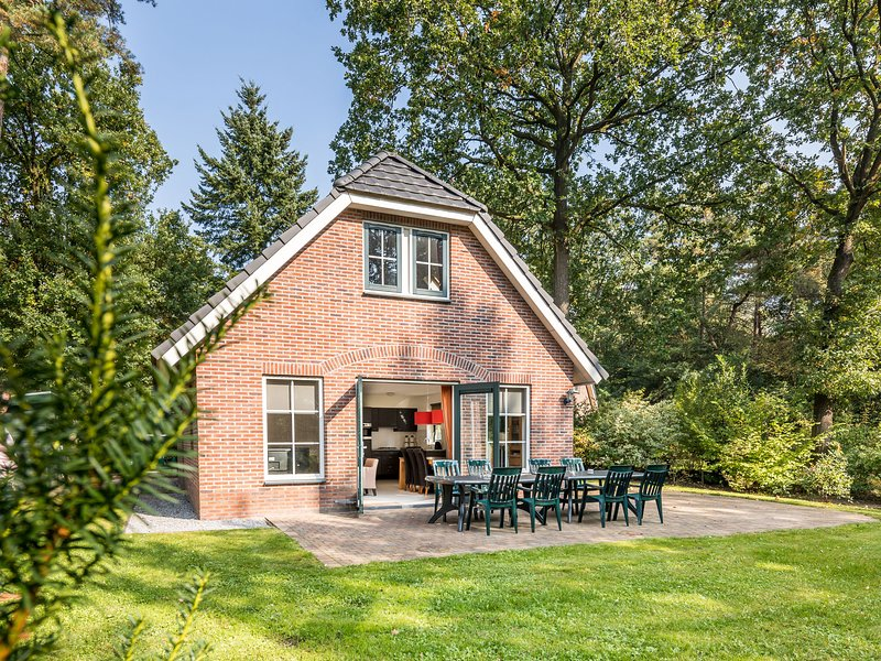 Detached holiday home with dishwasher, in a nature reserve, Ferienwohnung in Spier