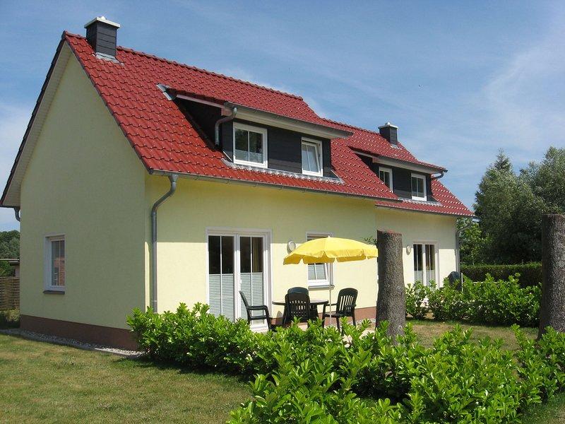 Comfortable Holiday Home with Sauna in Kühlungsborn, holiday rental in Klein Bollhagen