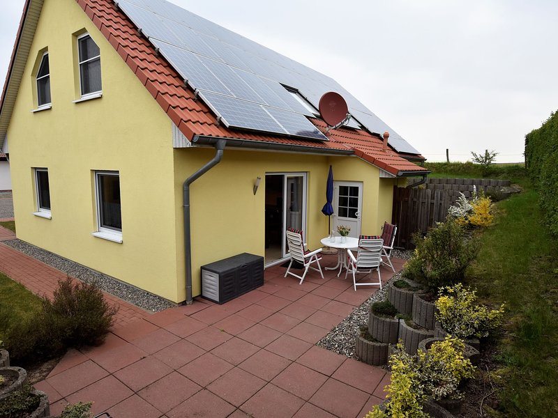 Haus am Salzhaff - for families, water sports enthusiasts, allergy sufferers, holiday rental in Nantrow