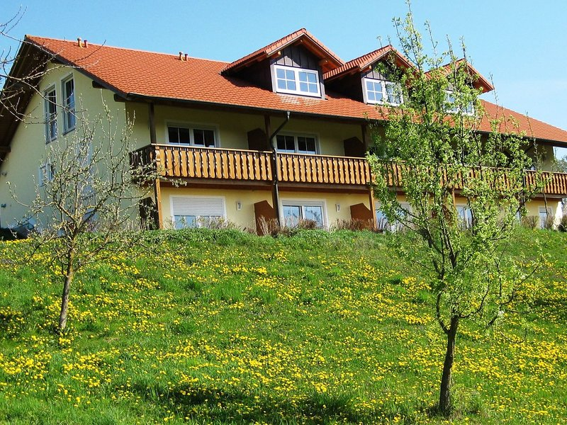 Beautiful apartment in rural Lower Bavaria in a quiet and idyllic holiday region, vacation rental in Eggenfelden