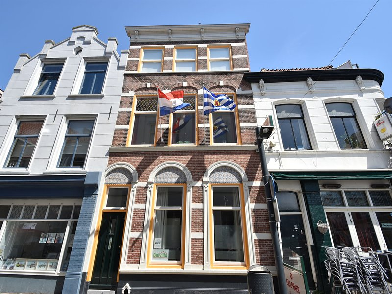 BEAUTIFULLY RESTORED HOUSE FOR UP TO 8 PERSONEN., holiday rental in Vlissingen