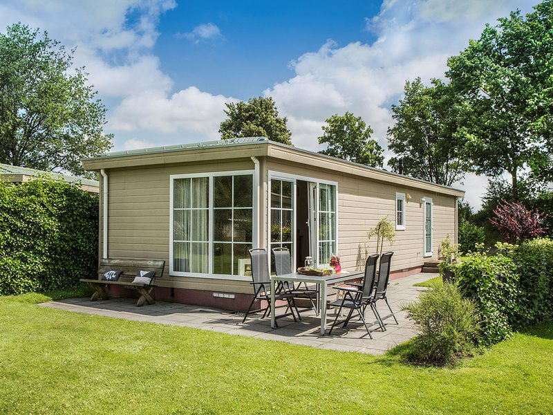 Comfortable chalet with a combi microwave, in green Twente, holiday rental in Geesteren