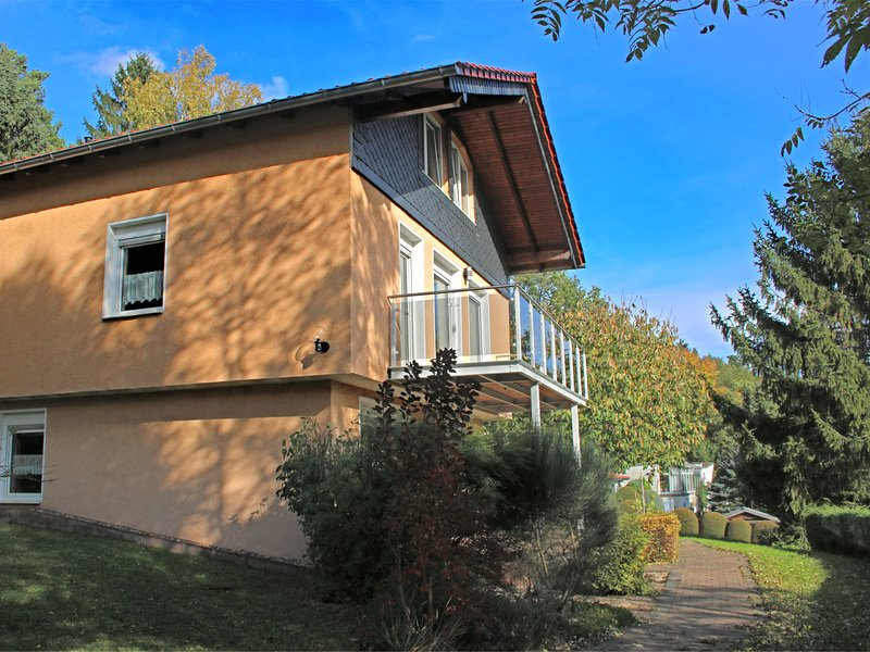 Beautiful Holiday Home in Schwarzhausen near Forest, casa vacanza a Hoerselberg-Hainich