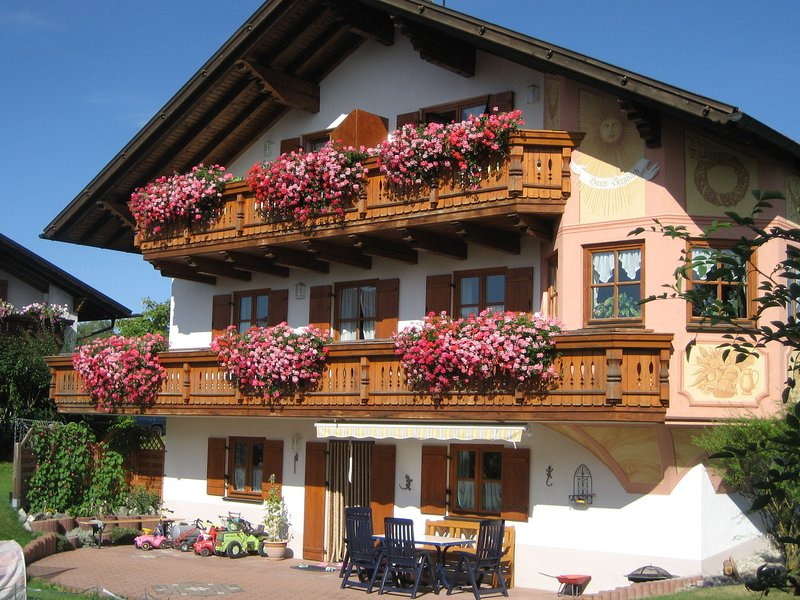 Beautiful Apartment in Ingenried with Bavarian Alps View, vacation rental in Landsberg am Lech