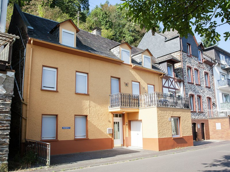 A holiday home for eight people, a stone's throw from the River Mosel., holiday rental in Enkirch