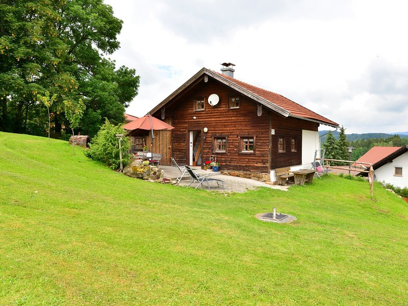 Wooden Holiday Home in Bärndorf with Sun Terrace, holiday rental in Viechtach