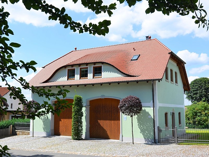 Modern apartment in Bavaria with floor heating and garden, located directly at t, location de vacances à Waldthurn