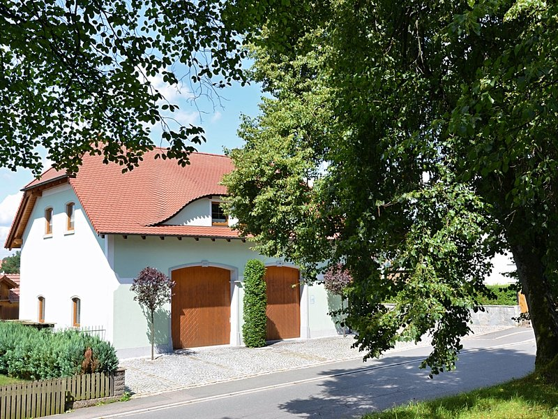 Large apartment located directly at the Jakobsweg - two complete residential uni, location de vacances à Waldthurn