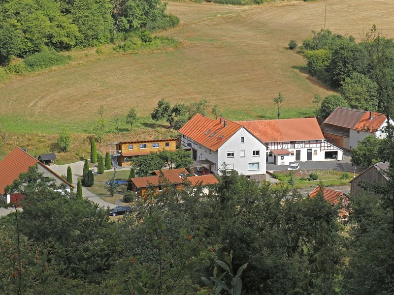 Combined group accommodation on a farm bordering on the Kellerwaldsteig, location de vacances à Hemfurth-Edersee