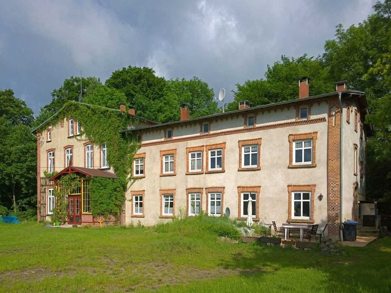 Spacious Apartment in Lalendorf with Barbecue, casa vacanza a Muhl Rosin