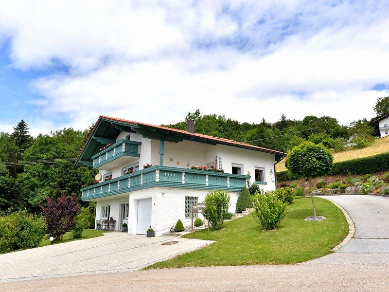 Charming Apartment in Bavaria with private terrace, aluguéis de temporada em Fuersteneck
