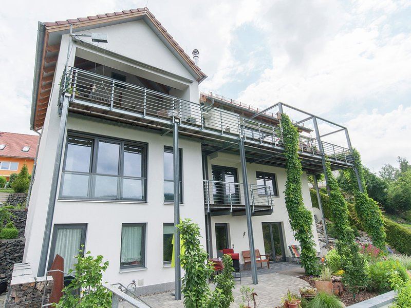 Modern Apartment in Zella-Mehlis with Private lawn, holiday rental in Frankenhain