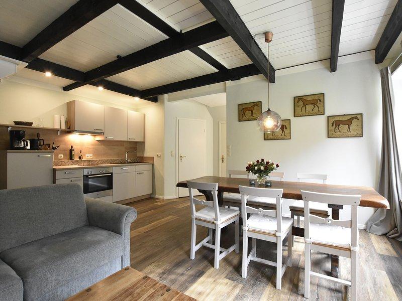 Apartment Johann in thatched cottage with outdoor sauna, garden, playground, vacation rental in Gromitz