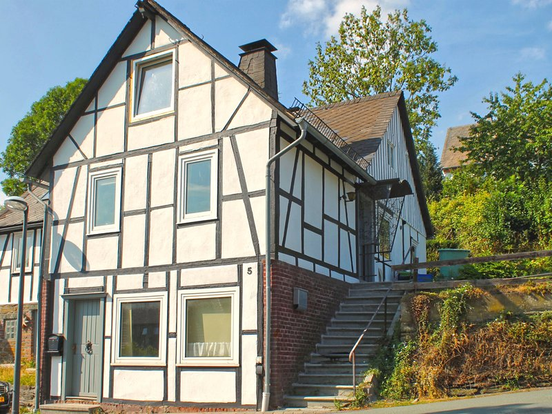 Large, detached half-timbered house with a wood stove in Winterberg-Züschen, holiday rental in Zuschen