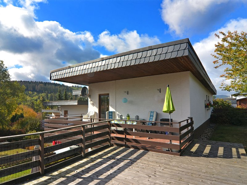 Small holiday home is Medebach in the Sauerland with balcony and magnificent vie, holiday rental in Medelon