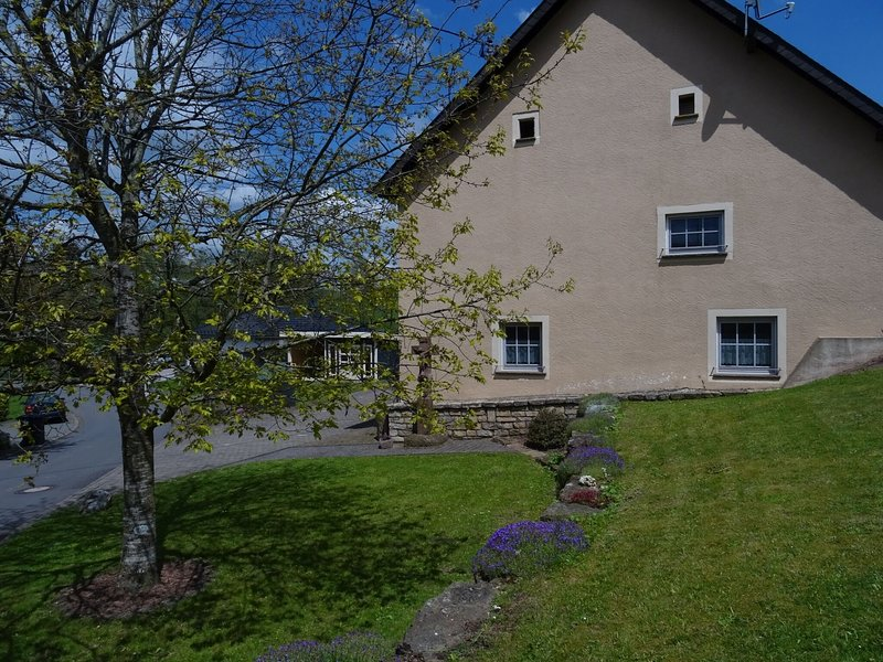 Comfortable flat with garden and covered terrace in forested surroundings, holiday rental in Prüm