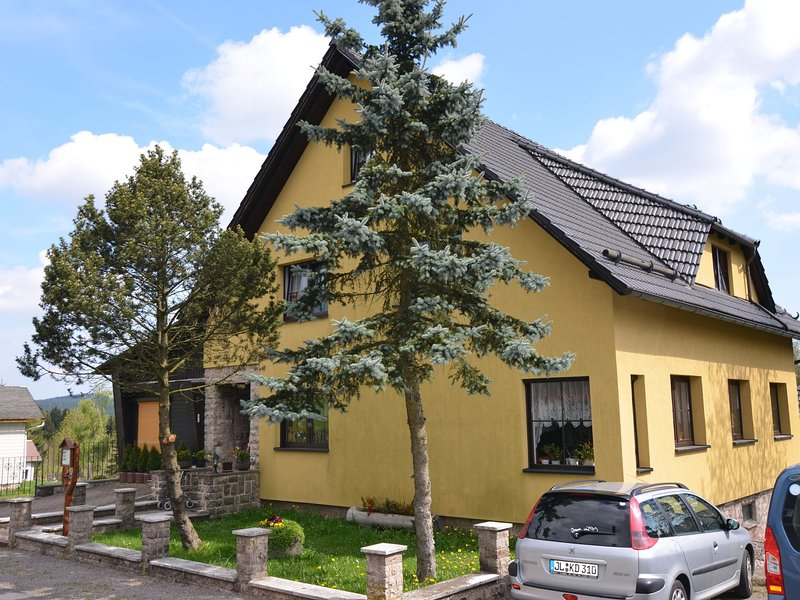 Small and cosy apartment in Frauenwald Thuringia with forest nearby, holiday rental in Neustadt am Rennsteig