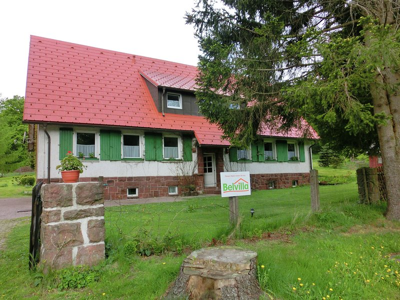Modern Apartment in Tabarz with Forest Nearby, holiday rental in Hoerselberg-Hainich