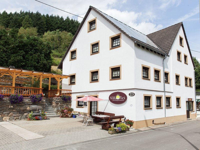 Modern Apartment in Merschbach near the Forest, location de vacances à Trittenheim