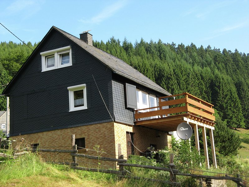 Holiday home in the Sauerland with a large terrace and a spaciously furnished in, holiday rental in Dautphetal