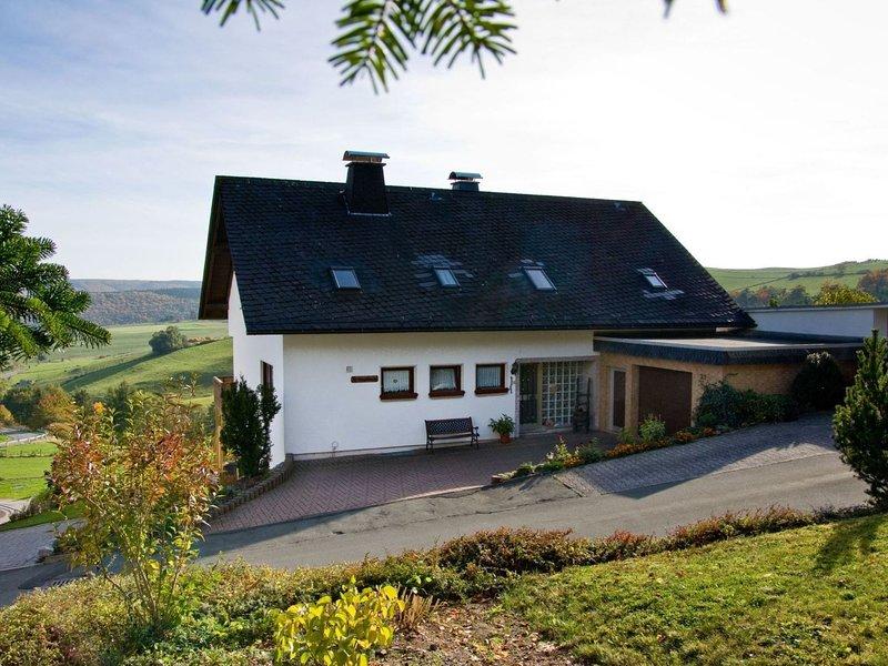 Cozy Aparment with Garden near Ski Area in Düdinghausen, location de vacances à Korbach