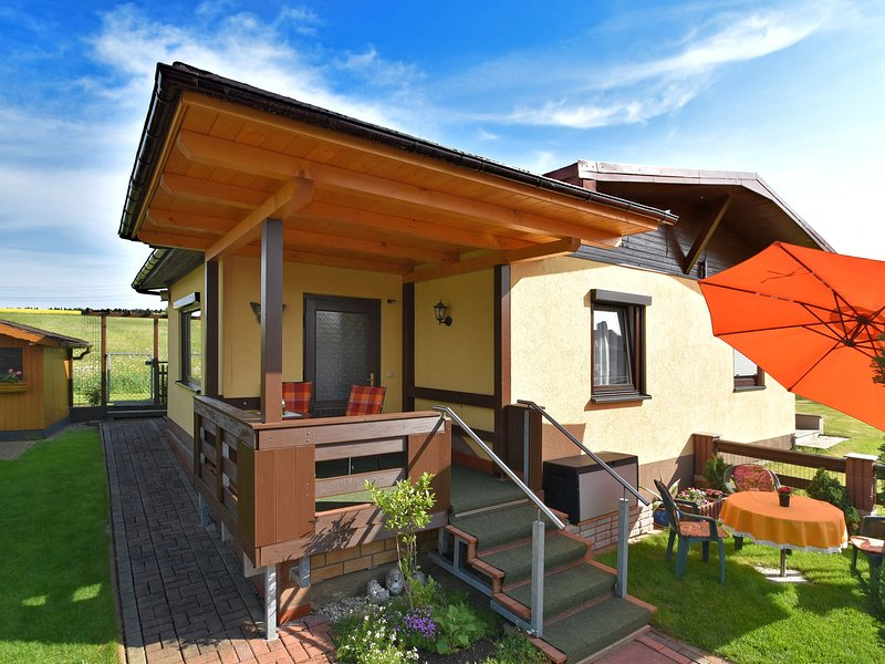 Cozy Holiday Home in Großbreitenbach near Schwarza Valley, location de vacances à Lauscha