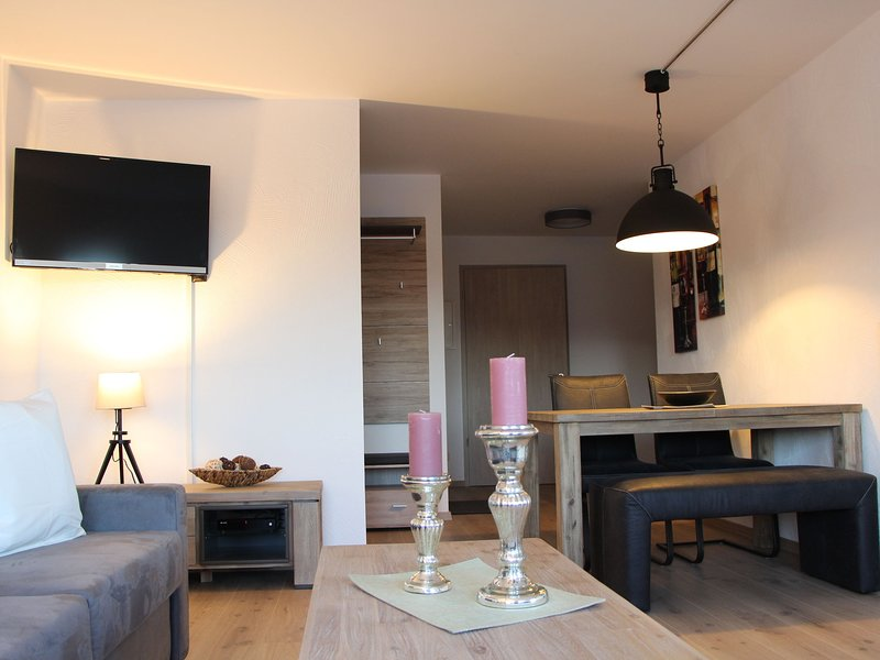 Apartment with terrace and carport in Winterberg near the ski lifts, holiday rental in Zuschen
