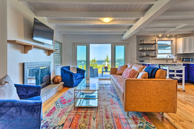 Superbly Designed Waterfront Portsmouth Home!, location de vacances à Warren