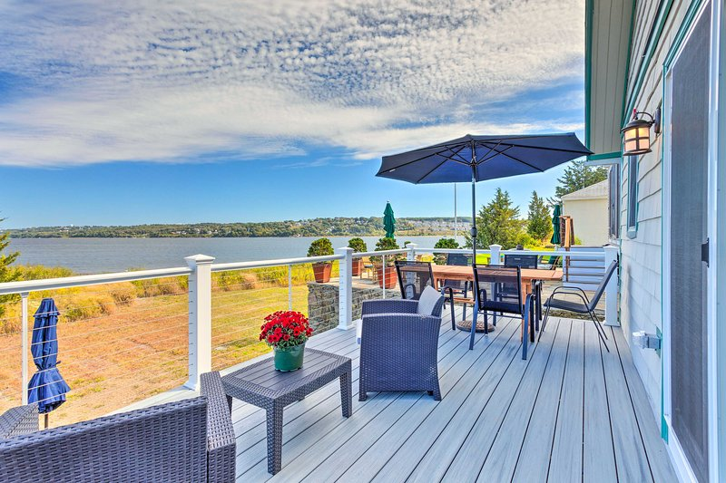 With 2 bedrooms and 1 bathroom, the waterfront home is the perfect pick for 6.