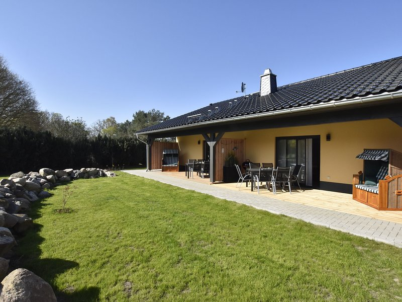Cozy Holiday Home in Barnekow with Garden, holiday rental in Dorf Mecklenburg