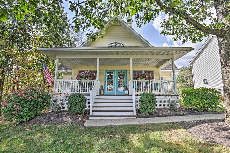 Sentiti a casa all'interno di questa affascinante casa in affitto a Howard, OH!