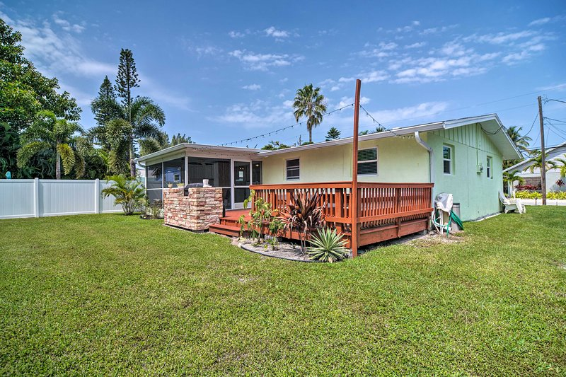 Bradenton Beach Cottage 500 Feet to Shore & Shops!, vacation rental in Cortez
