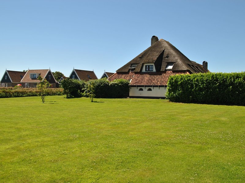 Lovely Child-friendly Holiday Home in Texel near Sea, location de vacances à Den Burg