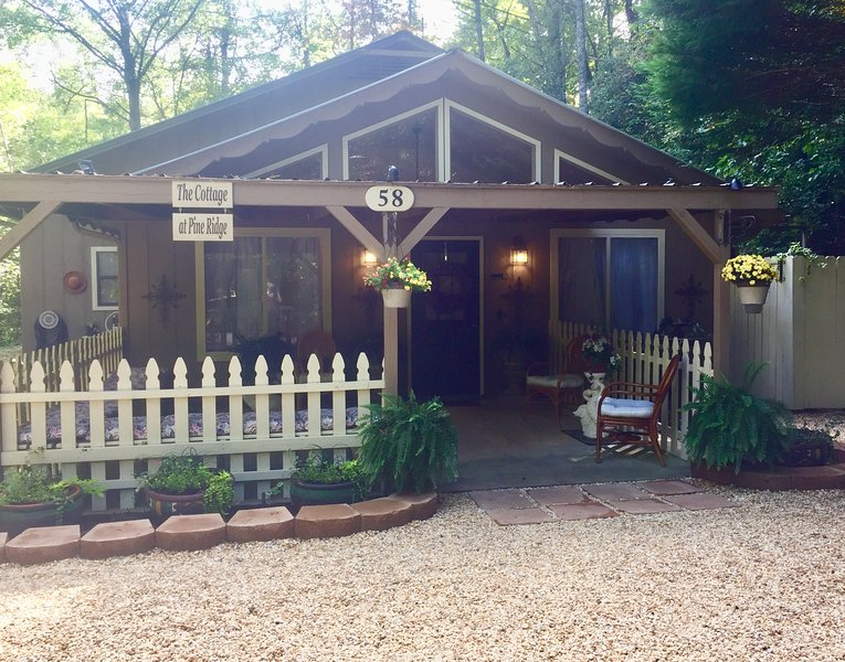 The Cottage At Pine Ridge ~ It's Time To Relax ~ ALPINE HELEN, GA, holiday rental in Sautee Nacoochee