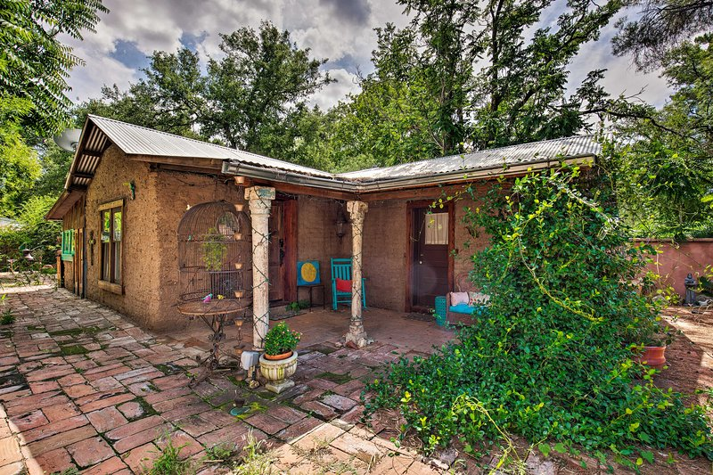 Patagonia Cottage w/Patio+Yard, Walk to Town!, holiday rental in Nogales