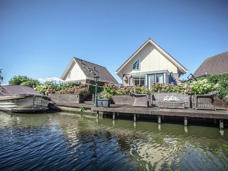 Beautiful house with jetty on inland water, near IJsselmeer, holiday rental in Medemblik