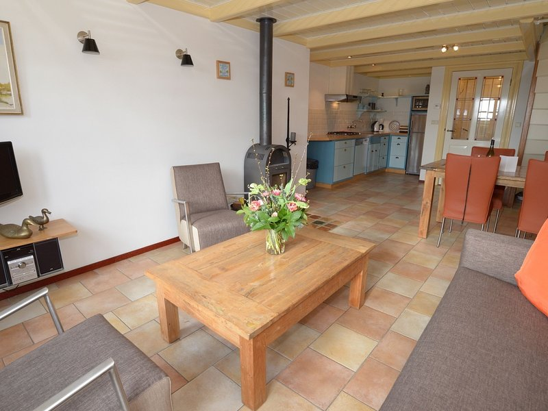 Charming Pet-friendly Holiday Home in Texel near Sea, location de vacances à Den Burg