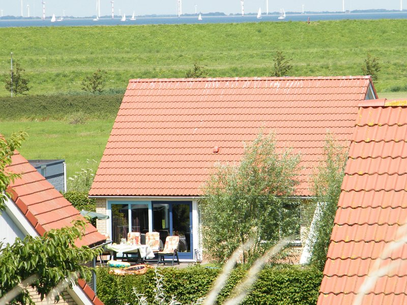 Detached house with dishwasher, at only 19 km. from Hoorn, vacation rental in Andijk