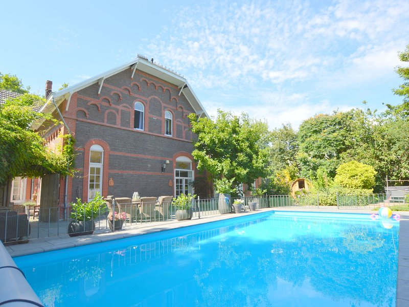 enchanting villa with heated pool, jacuzzi and sauna, holiday rental in Broekhuizen