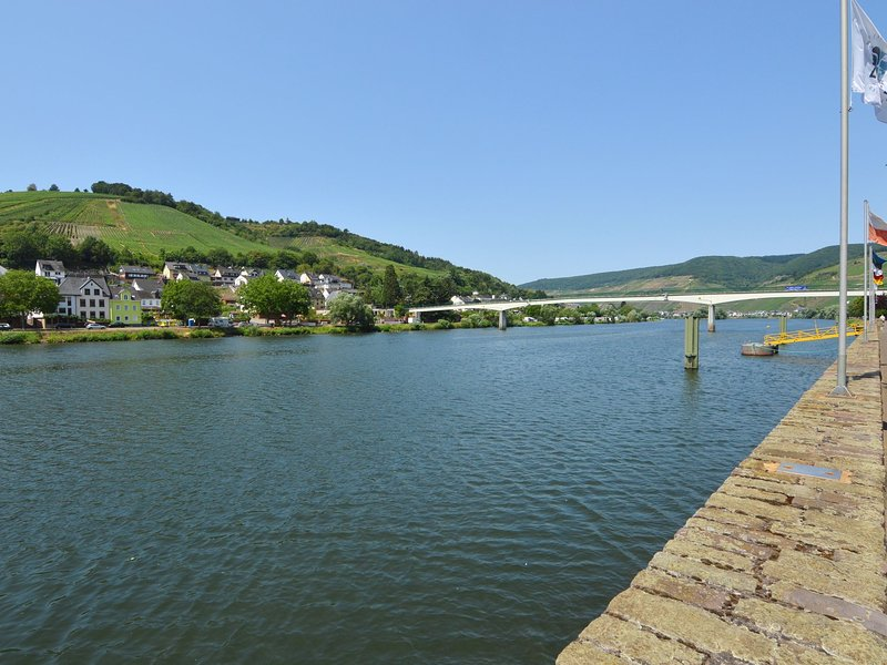 Modern and comfortable apartment close to the Mosel, shops and restaurants, holiday rental in Sohren