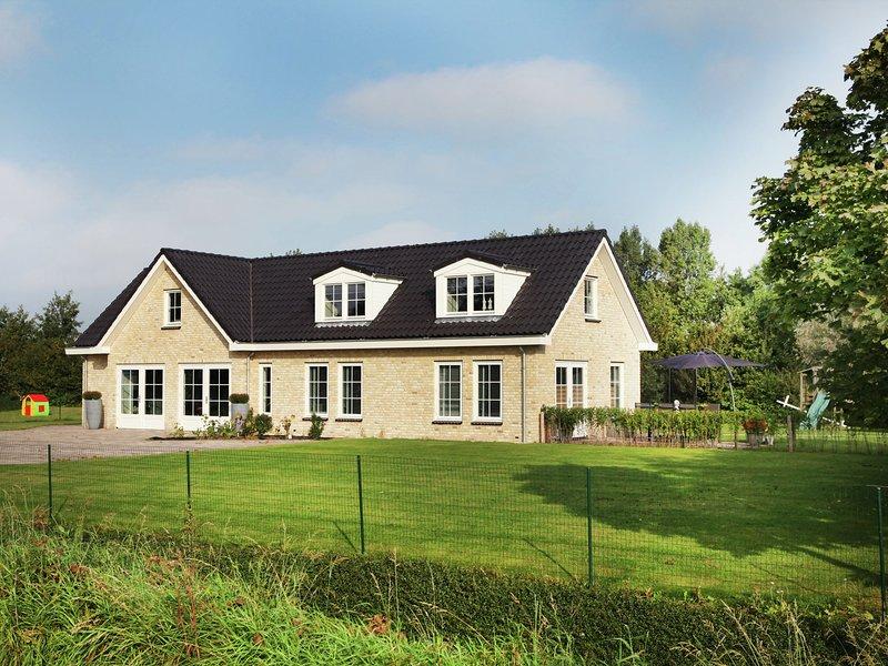 Luxurious and modern house with large garden, privacy and Wi-Fi, near Schoorl an, aluguéis de temporada em Warmenhuizen