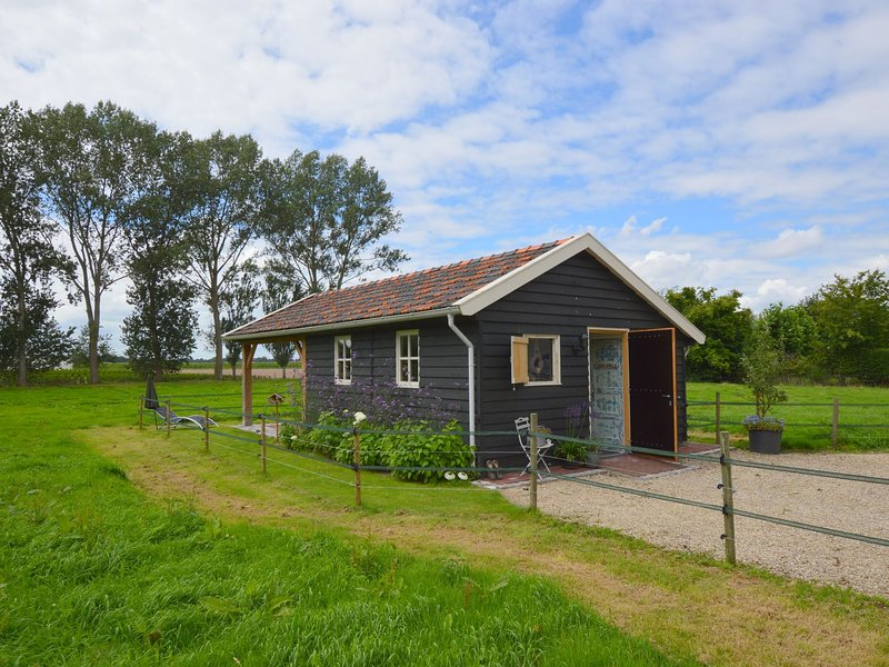 Cozy Holiday Home in Biezenmortel near Forest, vacation rental in Cromvoirt