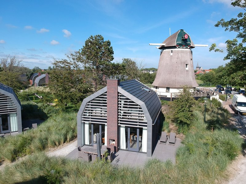 Stunning, new villa with sauna, surrounded by dunes and near the sea, holiday rental in Egmond-Binnen