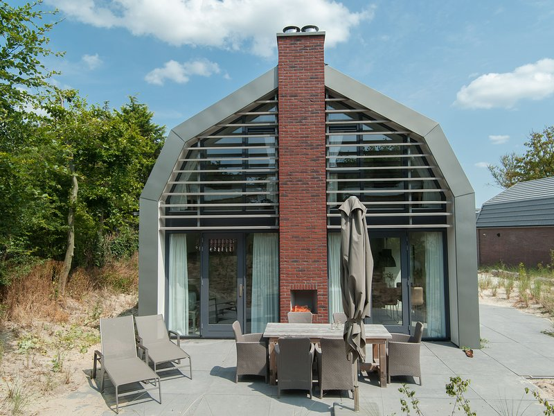 Child-friendly Holiday Home in Egmond aan Zee near Beach, holiday rental in Heiloo