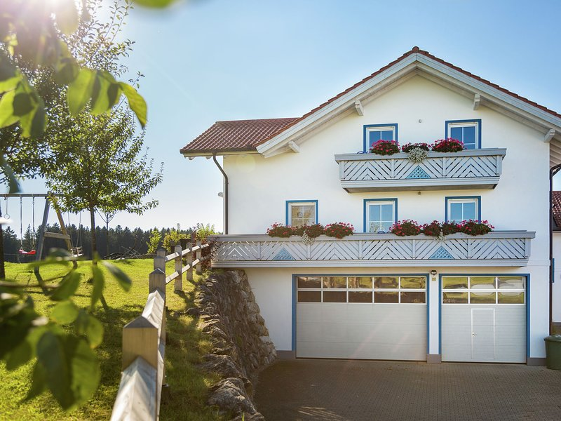 Comfortable Farmhouse in Ingenried Germany with Alps View, holiday rental in Bad Worishofen