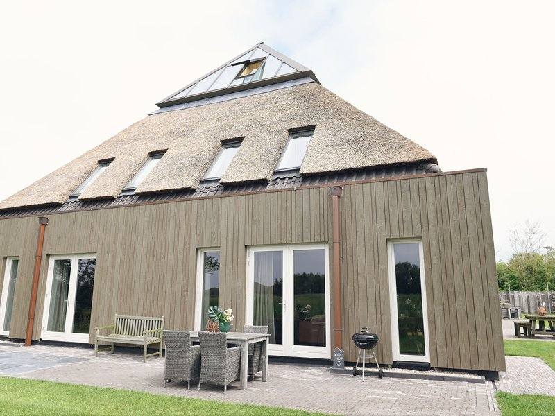 Converted farmhouse holiday apartments in rural location, holiday rental in Sint Maartenszee